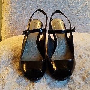 Black Giani Bernini slingback heels